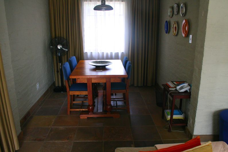 Dining area self-catering accommodation near Rosebank | Acorns on 8th