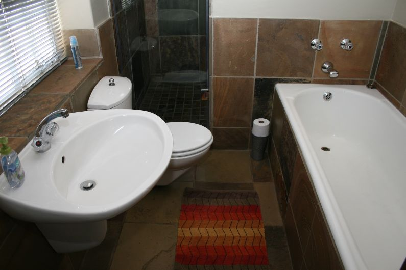 Self-catering full bathroom near Sandton | Acorns on 8th