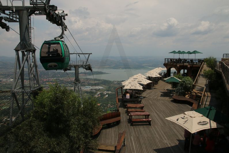 The Hartbeespoort Aerial Cableway, constructed in 1973, offers panoramic views of Hartbeespoort Dam and the Magaliesberg Mountains