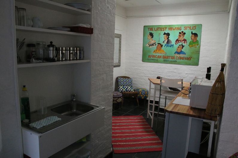 Self-catering accommodation in the Jazzy Budget in Parktown North, Johannesburg   Acorns on 8th